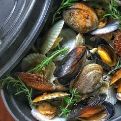 料理メニュー写真貝のゴロゴロ白ワイン蒸し