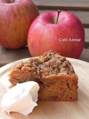 季節のケーキとドリンクセット(写真は冬期限定アップルクランブルケーキ)