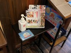 感染防止対策として、出入り口・共有スペース、各テーブルにもアルコールの設置しております。マスクなどの配布もおこなっておりますのでお気軽にお声掛けください。