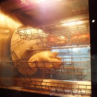 専用のオーブンで焼き上げるロティサリーチキン☆
