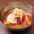 料理メニュー写真自家製冷麺/ピビン麺(辛味)