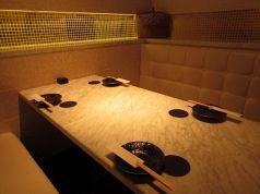 【白】を基調とした華やかな個室。