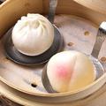 料理メニュー写真もも饅頭(2個) / 金銀饅頭(4個・蒸しと揚げ)