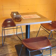 3名様用テーブル