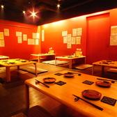 【お座敷席】4名テーブル席が置かれたお座敷です。会社ご宴会や、女子会、お仕事帰りのご宴会におすすめです。