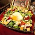 料理メニュー写真ハモンセラーノのシーザーサラダ