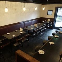 プライベートな少人数のお客様も大歓迎です!ゆっくりとくつろげるテーブル席で心ゆくまでお楽しみください!