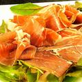 料理メニュー写真スペイン産ハモンセラーノ(生ハム)