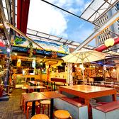 リゾート風の店内が大人気!世界各国のクラフトビールを飲むことができます。新宿でナンバーワンの品揃えです♪開放的なシュラスコビアガーデンをお楽しみください!