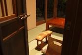 2名様でご利用いただける個室は、デートや記念日のお祝いに最適な空間。