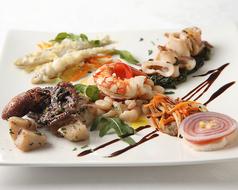 料理メニュー写真いろいろな魚貝のファンタジー