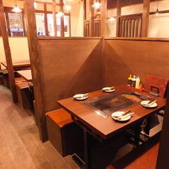 店内に入って右側にあるテーブル席です!!