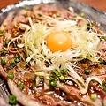 料理メニュー写真【鹿児島名産より】黒毛和牛の炙りユッケ