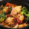 料理メニュー写真汁なし火鍋料理■干鍋・海鮮/豚ホルモン