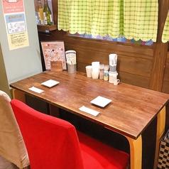 〈荒神テーブル〉2名様用横並びでご利用下さい。