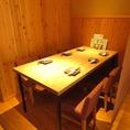 テーブル席の2F席。ゆったりと寛げる空間です。