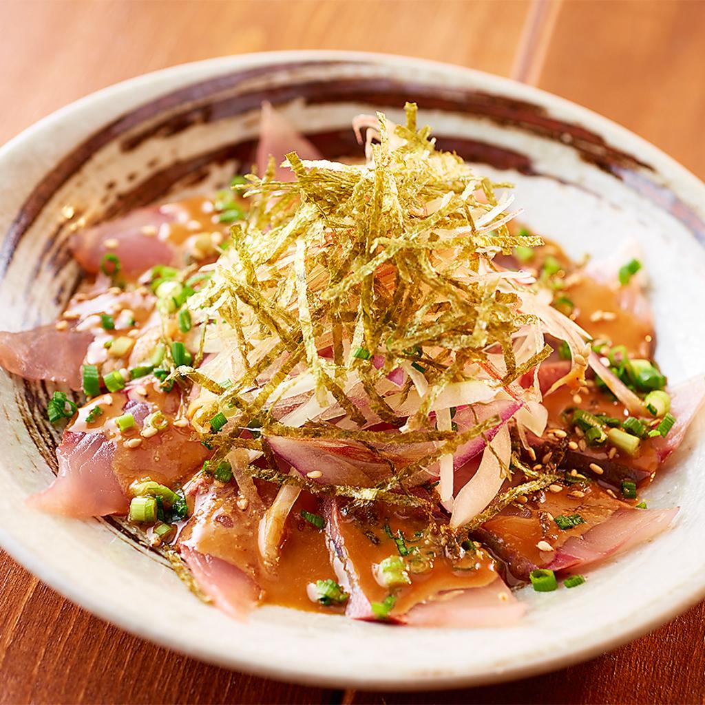 当店イチオシ!たっぷりの薬味と一緒に食べる胡麻ハマチはご飯に乗せても美味しいので丼もあります!