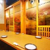 個室の壁を外すと人数に応じたレイアウトに変更が可能です。写真は2部屋を繋げた10名用個室です。