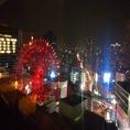 阪急グランドビル27F空庭ダイニングから望む大阪・梅田の街並みは絶景の一言♪HEP FIVE観覧車の見えるお席はデートや記念日にはうってつけです◎大人気のお席ですので、お早めのご予約をオススメいたします。パノラマ夜景が広がる開放的でお洒落な空間で、パパミラノ自慢のイタリアンをごゆっくりお楽しみください♪