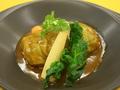 料理メニュー写真越の黄金豚を包んだロールキャベツ