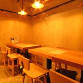 奥のテーブル席は結合可能。各種宴会、女子会、誕生日会、合コン等、幅広くご利用いただけます♪