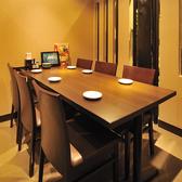 テーブル6名席 完全個室となっております♪