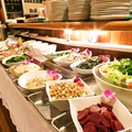 料理メニュー写真美味しくボリュームたっぷりのシュラスコを新鮮サラダのビュッフェとどうぞ♪