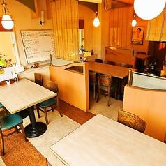 仕切り付きのテーブル席は6名様・4名様席を各種ご用意◎家族でおしゃべりしながら楽しい空間に。