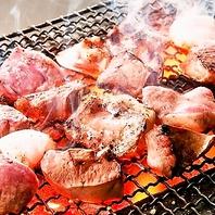 朝〆した新鮮な豚だけを炭火焼した名物のやきとんが◎