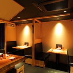 テーブル席は4名掛けを6卓ご用意しております。人数に合わせてお席をご用意致しますので、グループでの会食や接待、ご宴会にも◎