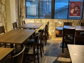 2階には4名様用のテーブルが5卓ございます。