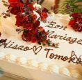 自家製ウェディングケーキに言葉を添えて…。結婚式2次会の実績も豊富!お気軽にご相談下さい。