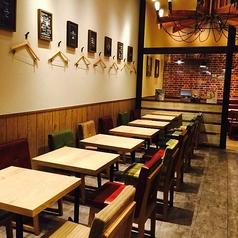 昼はカフェ、夜はしっとりと落ち着いたバーに♪ちょっとしたお待ち合わせにも最適な雰囲気あるお席☆