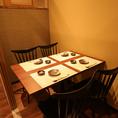 【2~4名様テーブル席】和モダンのおしゃれなテーブル席。デートや少人数の飲み会に◎落ち着いたテーブル席は、ご友人との集まりや気兼ねなく語り合うコンパなどの食事会、同僚との飲み会などに最適なお席です。