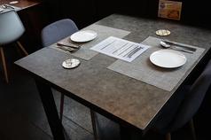 2、3名様でのご利用可能なテーブル席を3席ご用意しております。人気のお席となりますので早めのご予約がおすすめです。