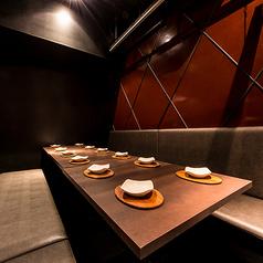 大宴会のご予約も当店にお任せ♪上質な空間で素敵なひとときをお過ごしください。ワンランク上のご宴会をお考えの方におすすめです♪ 女子会、合コン、会社宴会にプライベートな飲み会や夜の接待にもご利用可能な宴会スペース。団体様のご人数によってはフロア貸切・お店の貸切も可能です!