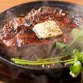 料理メニュー写真熟成肉鉄板ステーキ