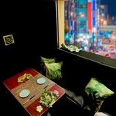 【4-8名様ご宴会向け完全夜景個室】会社帰りなどのちょっとした宴会に最適な個室のお席もご用意しております。優雅な照明で居心地の良いシックな空間…4名様-8名様の完全個室を数多くご用意。中には特別な夜景とスクランブル交差点が見えるお席も。ゆったり空間を是非ご堪能くださいませ