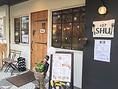 JR尼崎駅から徒歩6分とアクセス良し◎おしゃれな外観は一見美容室や雑貨屋さんのようです♪