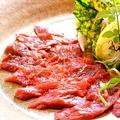 料理メニュー写真熊本直送馬刺(たてがみ付)