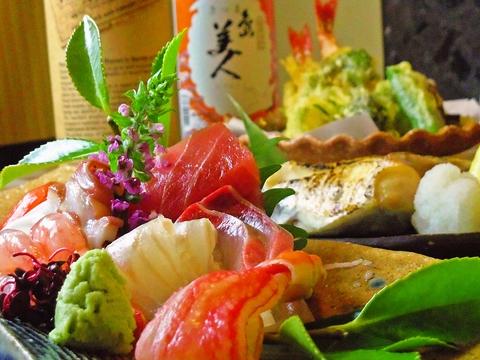 和風の個室は接待や法事にも最適。お得なコースやこだわりの料理が食べられるお店。