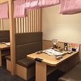 半個室はほど良い仕切りで居心地バツグン!優しい照明の空間はカップルや女子会にもおすすめ◎