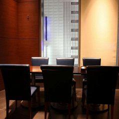 ラグジュアリーなひと時を*5名様~利用可なテーブル席です。名古屋の夜景を眺めながら、スペイン料理をお楽しみ下さい!【名古屋/スペイン/バル/個室/貸切/記念日/誕生日/女子会/夜景/パーティー/飲み放題/合コン/デート】