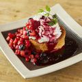 料理メニュー写真トリプルベリーのパンケーキ