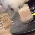 スモーキーハニーミルクジャックダニエルに蜂蜜をブレンドしたリキュール「ジャックハニー」をスモークし、ミルクと合わせた 女性にも飲みやすいカクテルです!