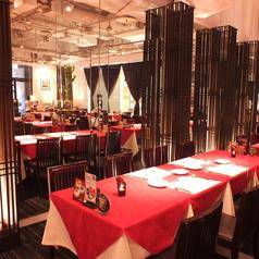 広々とした空間で食事も楽しめます。