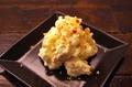 料理メニュー写真くるみとカマンベールチーズのポテトサラダ