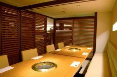 2階テーブル席の半個室です。2名様から10名様までご利用して頂けます。