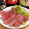 料理メニュー写真牛肉のたたき 黒酢ソースがけ