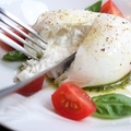 料理メニュー写真プラータチーズのカプレーゼ~幻のモッツァレラチーズ~